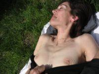 Seins nus dans les bois