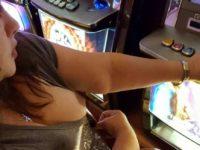 Salopes exhibes au casino